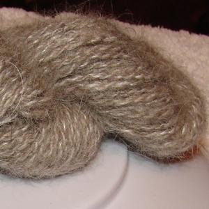 Пряжа для ручного вязания . Прядение собачьей шерсти.