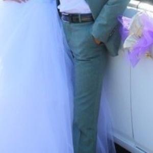 Мужской костюм можно как свадебный так и на выпускной