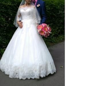 Продам из коллекции 2015,  кружевное цвета айвори свадебное платье